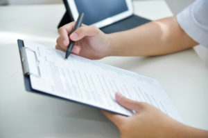 man working on a personal injury lawsuit checklist